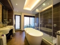 crystals-beach-hotel-bathroom1