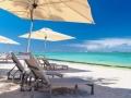 crystals-beach-hotel-mauritius-beach-loungers