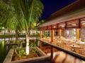 crystals-beach-hotel-mauritius-restaurant-at-night