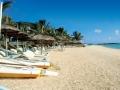 veranda-palmar-beach-hotel-mauritius-beach-loungers