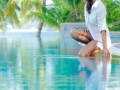 seychelles-sainte-anne-swimming-pool-lady