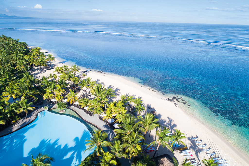 Beachcomber Hotels & Resorts; Mauritius; Île Maurice; Victoria Beachcomber Resort & Spa; 4+_star; Travel; Voyage; Tourism; Tourisme; Holiday; Vacation; Congé; Vacances; All-inclusive; Common Area; Secteur commun; Sea view; vue sur la mer; Beach view; vue sur la plage; Ocean view; vue sur l'océan;